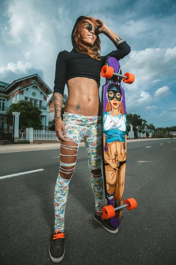Menina de patinagem imagem de stock royalty free