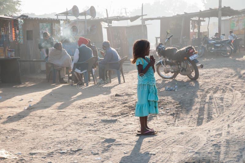 Menina de Rajasthani no vestido azul imagem de stock