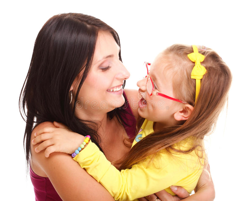 Menina de riso da criança do bebê pequeno que joga a mamã que faz o divertimento imagens de stock