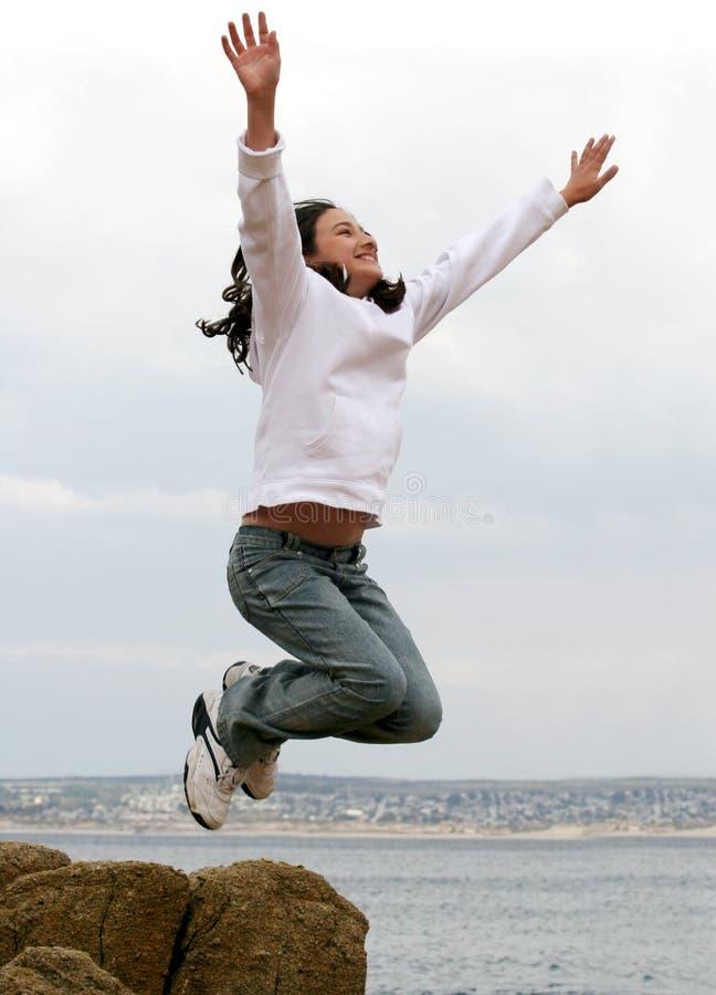 Download Menina de salto foto de stock. Imagem de jogo, livre, menina - 110380