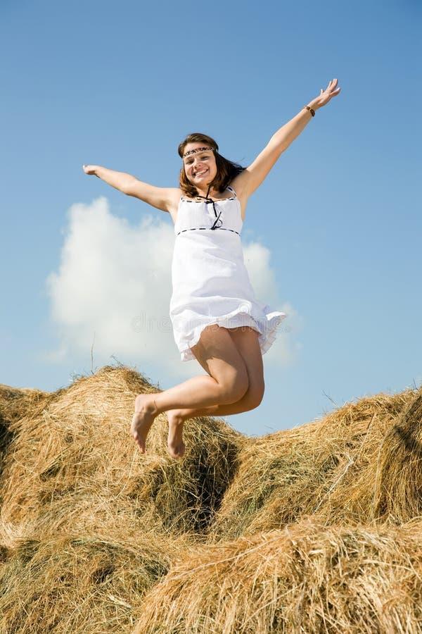 Menina de salto do país foto de stock
