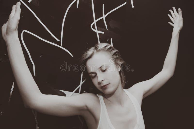 Menina de sonho bonita nova imagem de stock