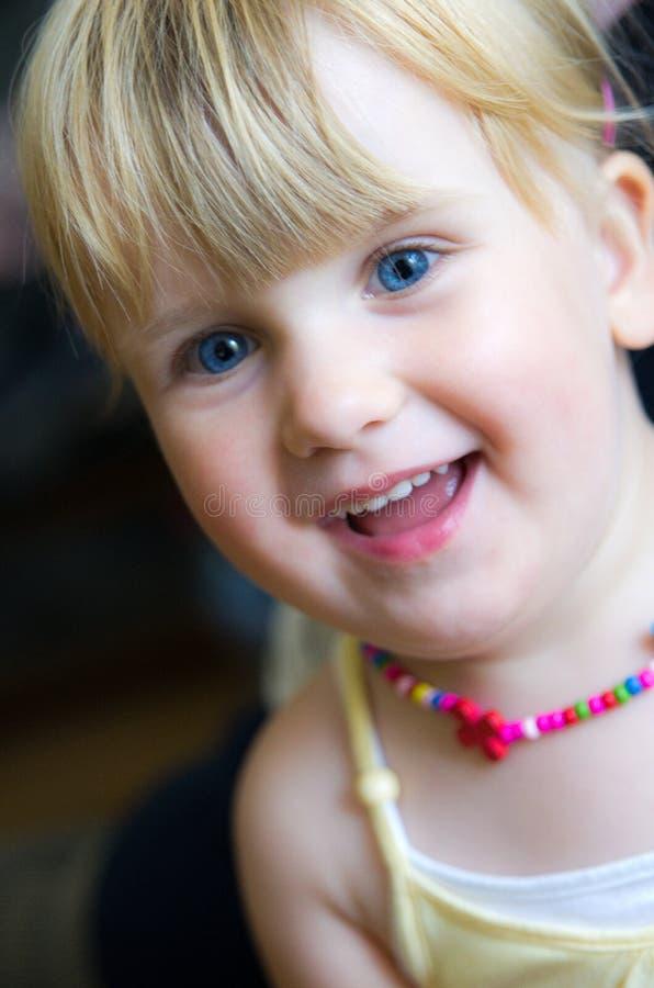 Menina de sorriso fotografia de stock royalty free