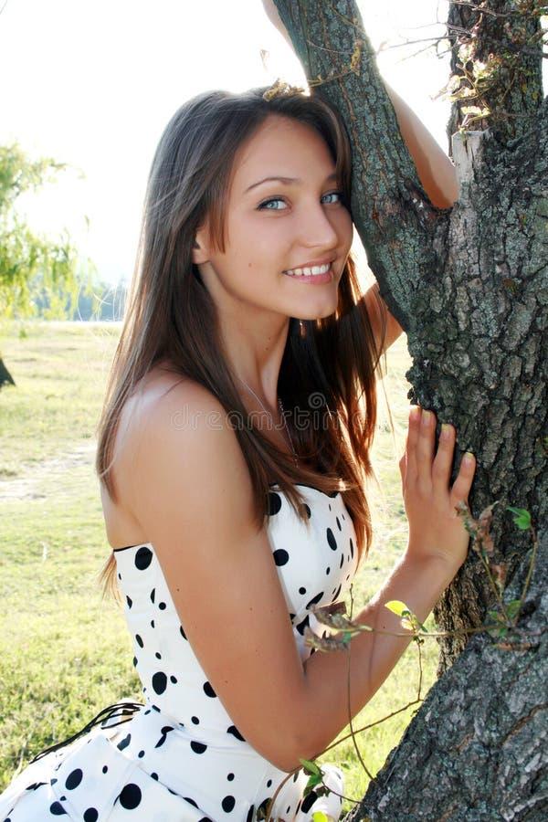 Menina de sorriso bonita fotos de stock royalty free