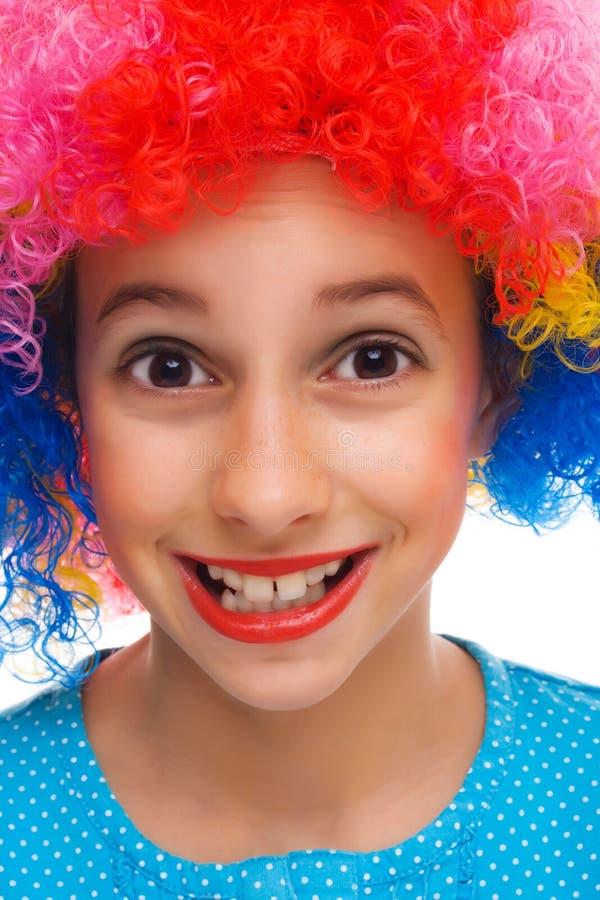 Menina de sorriso com peruca do partido imagem de stock