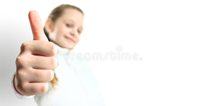 A menina de sorriso com polegares levanta o sinal imagens de stock