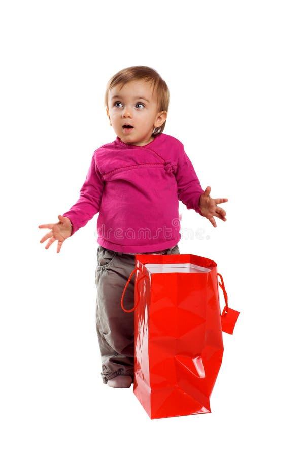 Menina de sorriso com um saco de compra fotos de stock