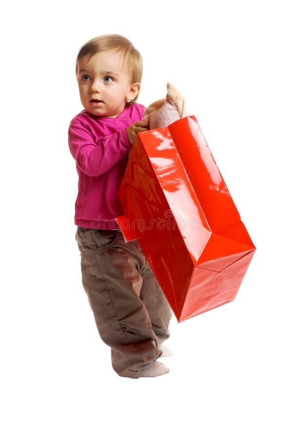 Menina de sorriso com um saco de compra imagem de stock royalty free