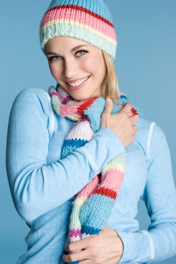 Menina de sorriso do inverno fotos de stock royalty free