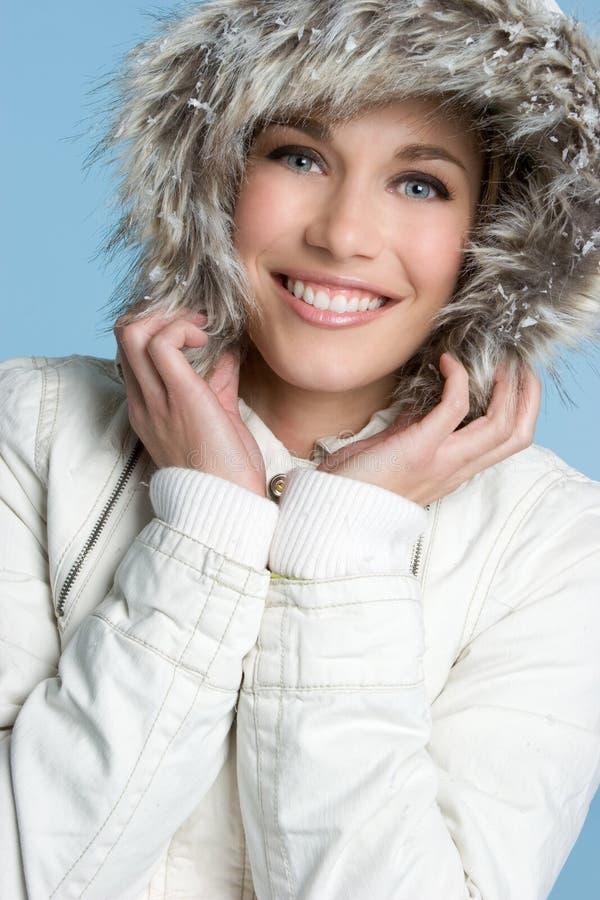 Menina de sorriso do inverno foto de stock
