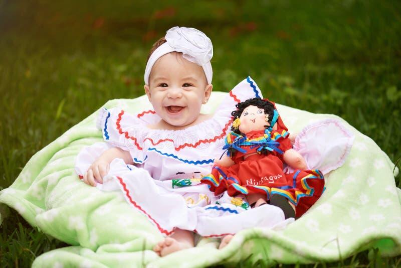 Menina de sorriso feliz com boneca fotografia de stock royalty free