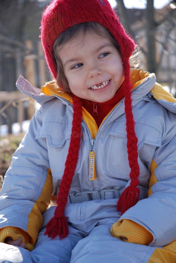 Menina de sorriso na roupa do inverno fotografia de stock royalty free
