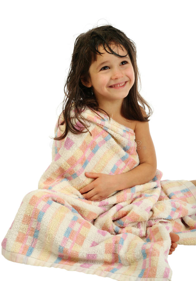 Menina de sorriso na toalha imagens de stock