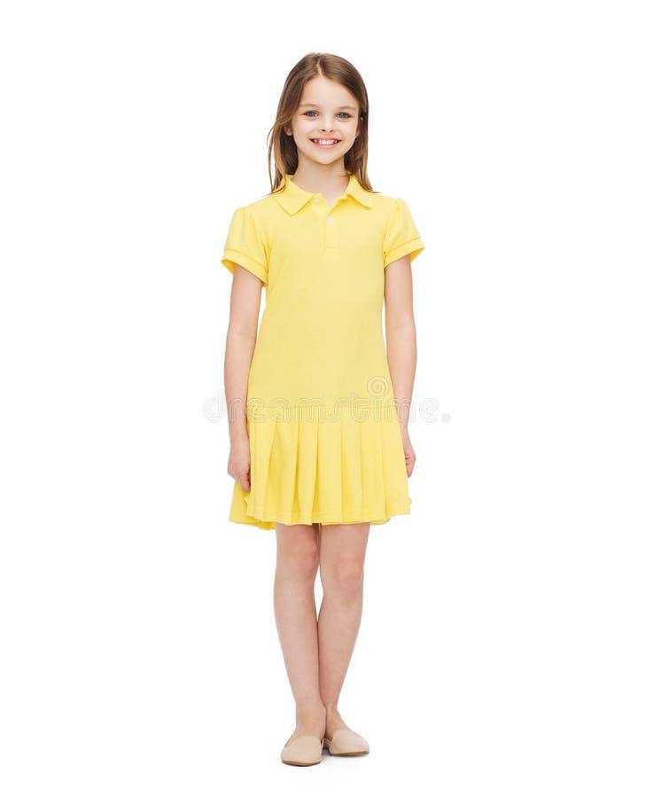 Menina de sorriso no vestido amarelo imagens de stock royalty free