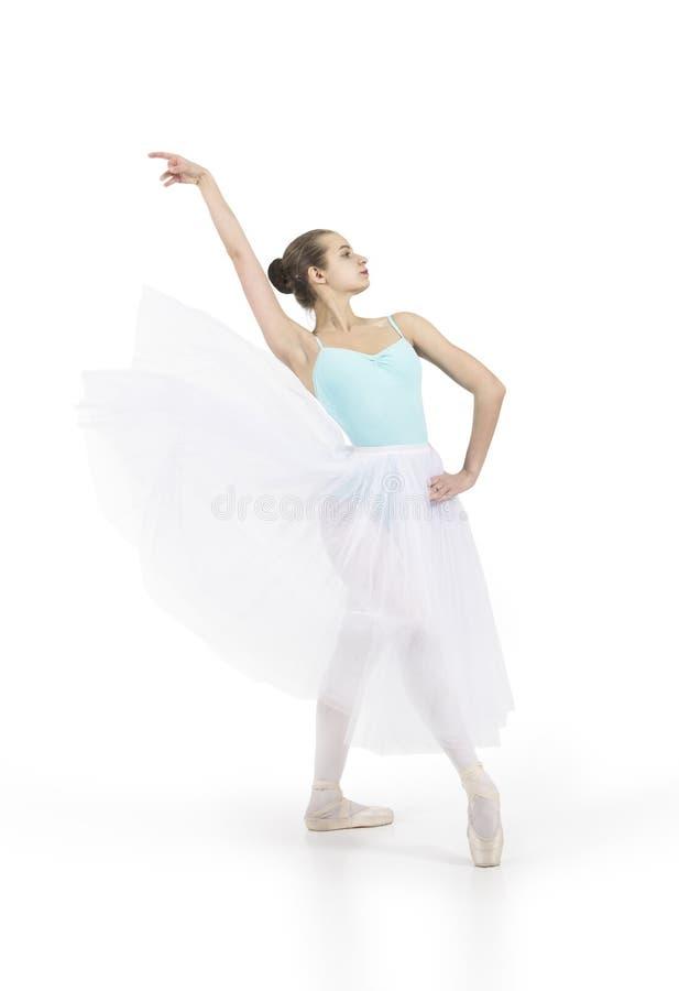 A menina de sorriso nova está dançando o bailado fotos de stock royalty free