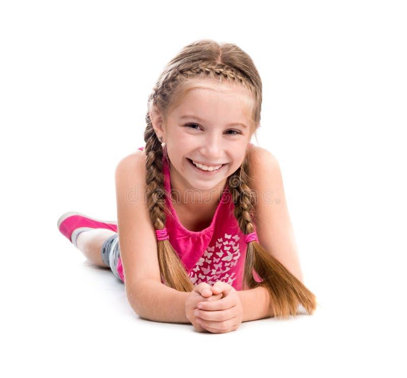Menina de sorriso que encontra-se no assoalho imagens de stock royalty free