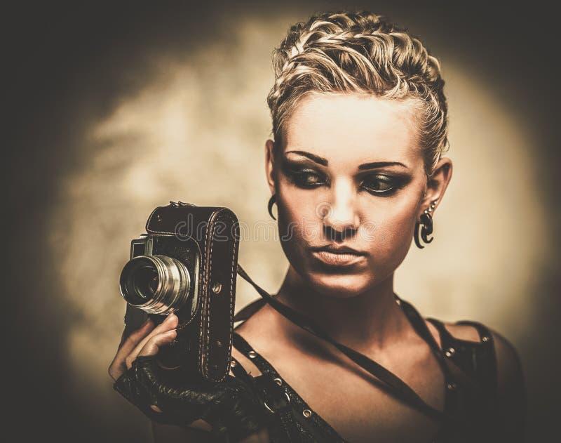 Menina de Steampunk com câmera imagem de stock royalty free
