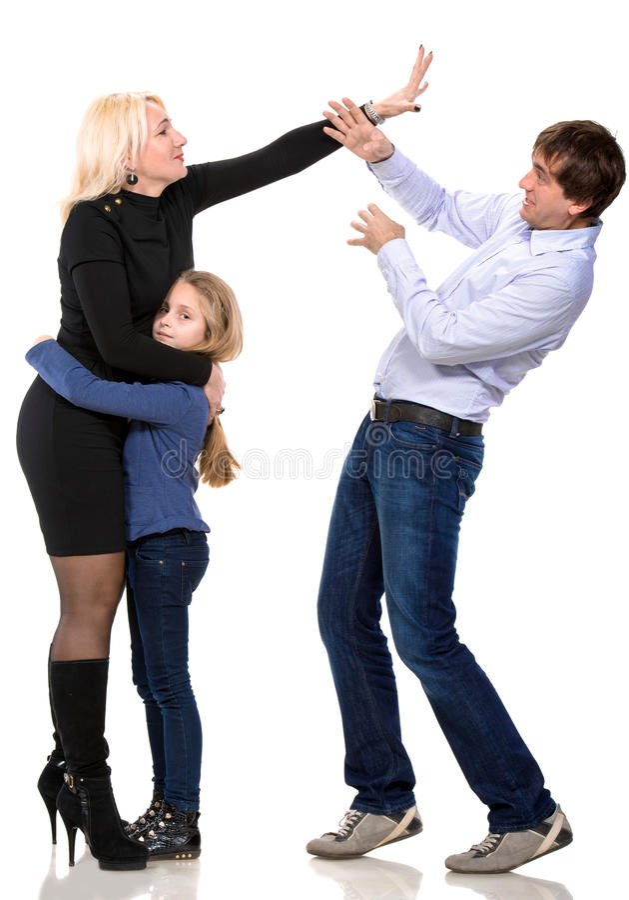 Menina de vista triste com seus pais de combate foto de stock royalty free
