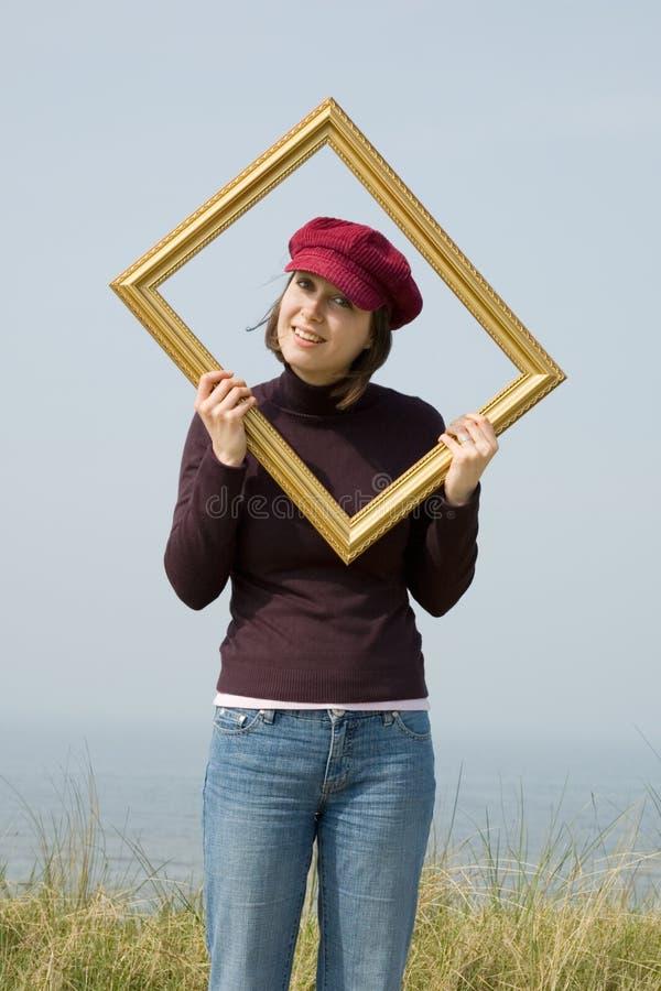 Menina dentro de um frame da foto imagem de stock
