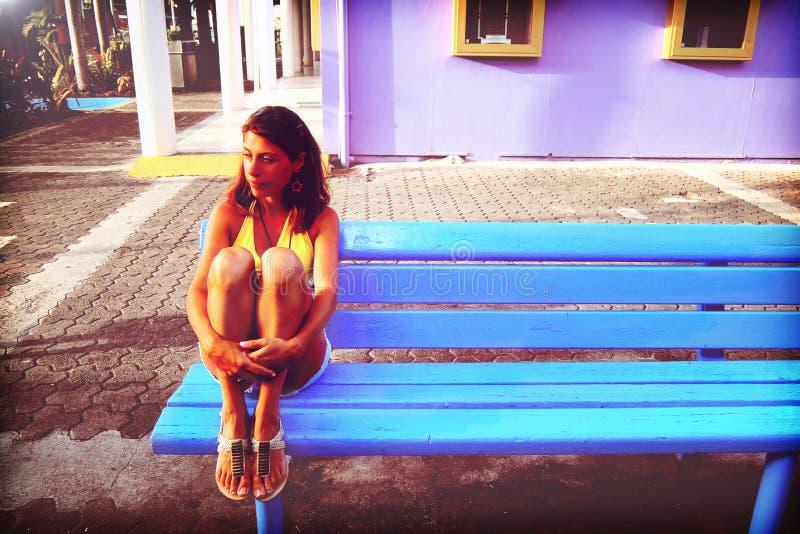 Menina deprimida no projeto foto de stock