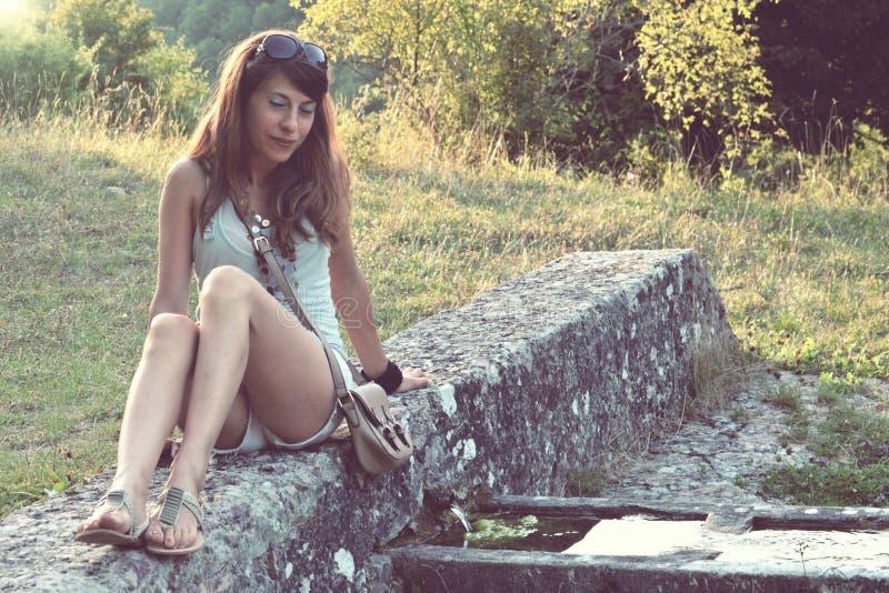 Menina deprimida no projeto imagens de stock