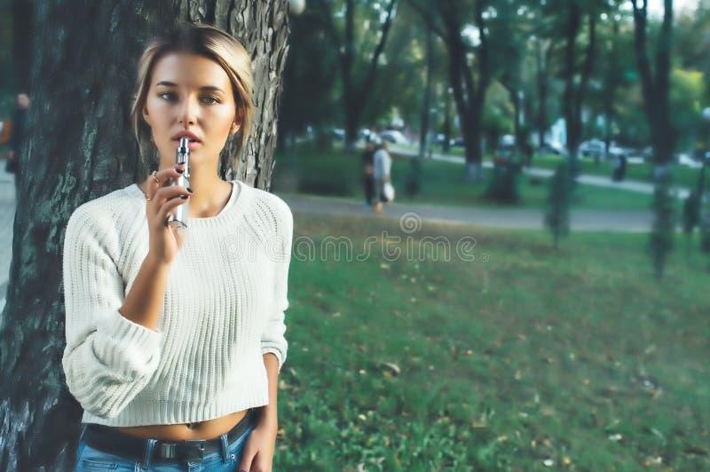 Download Menina desagradável imagem de stock. Imagem de caucasiano - 80101201