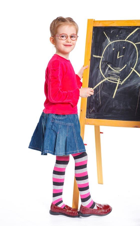 A menina desenha na placa fotografia de stock