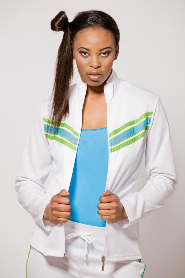 Menina do African-american no equipamento do esporte. imagem de stock royalty free