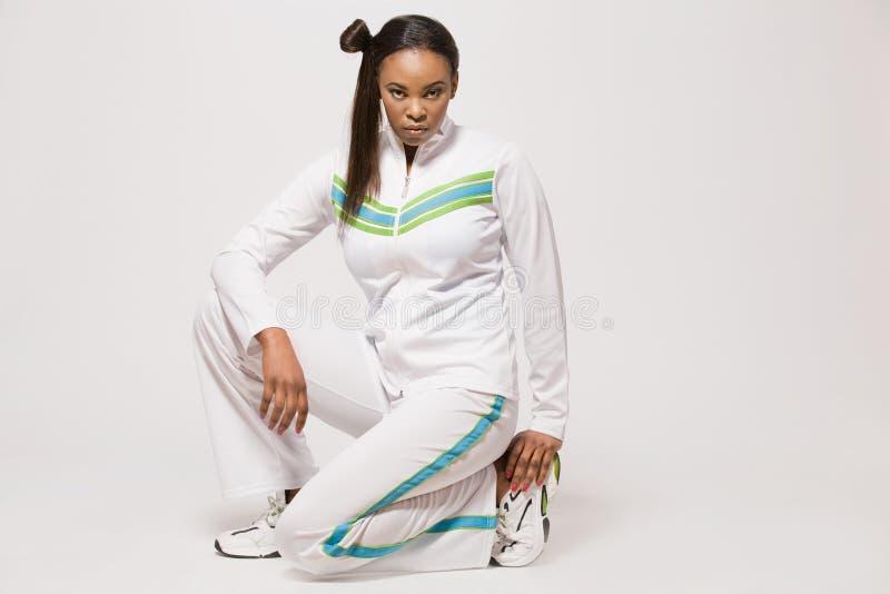 Menina do African-american no equipamento do esporte. fotografia de stock royalty free