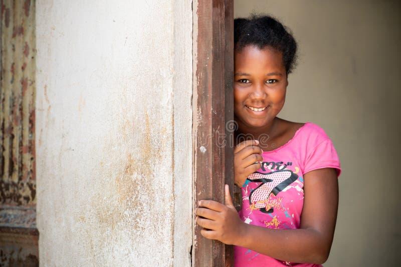 Menina do Afro Retrato de uma menina cubana tímida nova imagem de stock royalty free