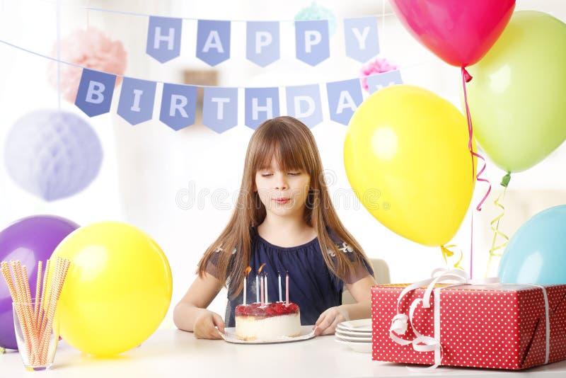 Menina do aniversário imagens de stock
