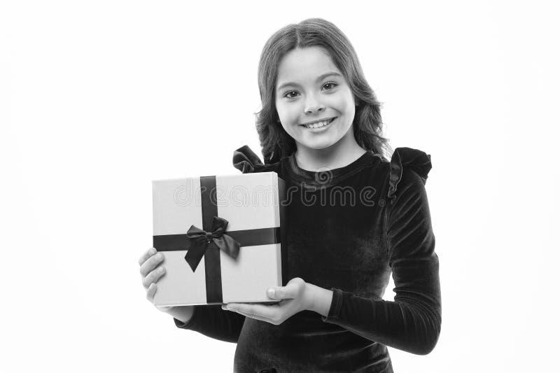 A menina do anivers?rio leva atual com curva da fita Arte de fazer presentes Conceito do feliz aniversario da lista de objetivos  imagens de stock