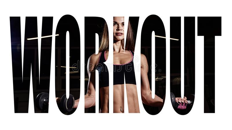 Menina do atleta no sportswear que dá certo e que treina seus braços e ombros com a máquina do exercício no gym Sinal da motivaçã fotografia de stock royalty free