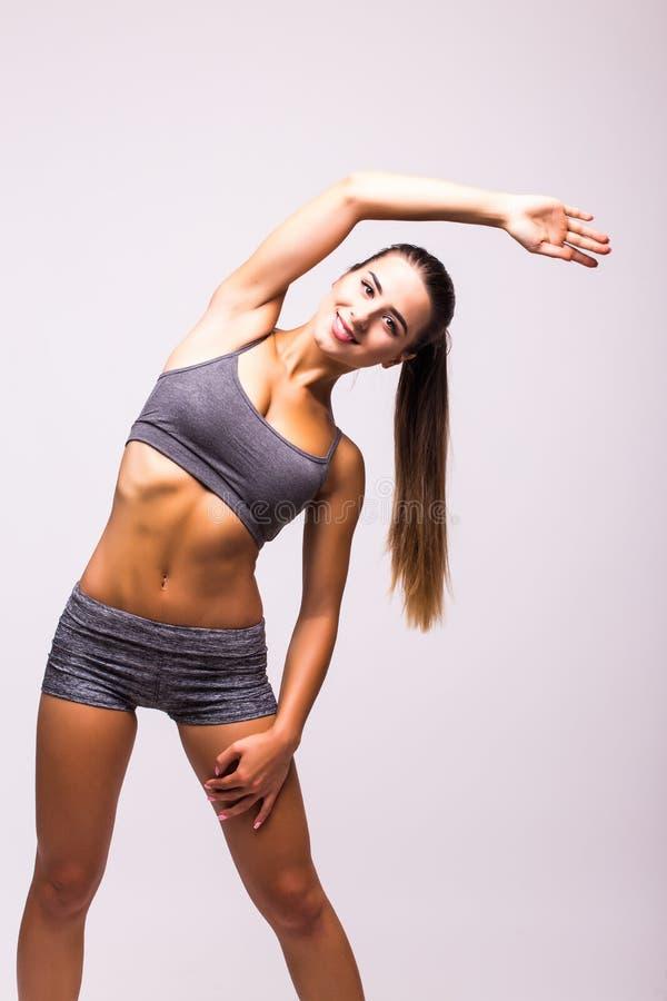 Menina do atleta que faz o exercício da prancha foto de stock