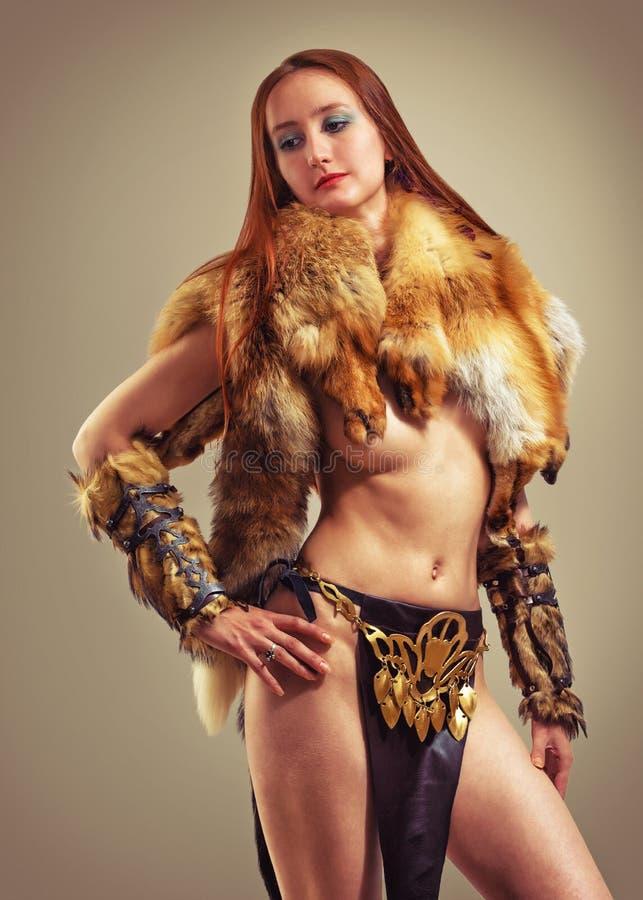 Menina do bárbaro da fantasia imagens de stock royalty free