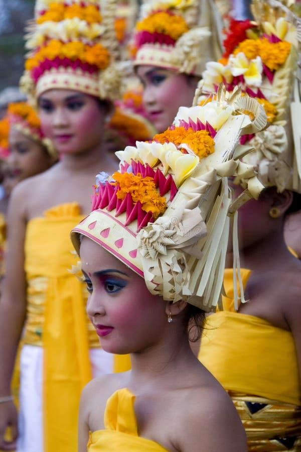 Menina do Balinese no Dr. do tradtional fotografia de stock