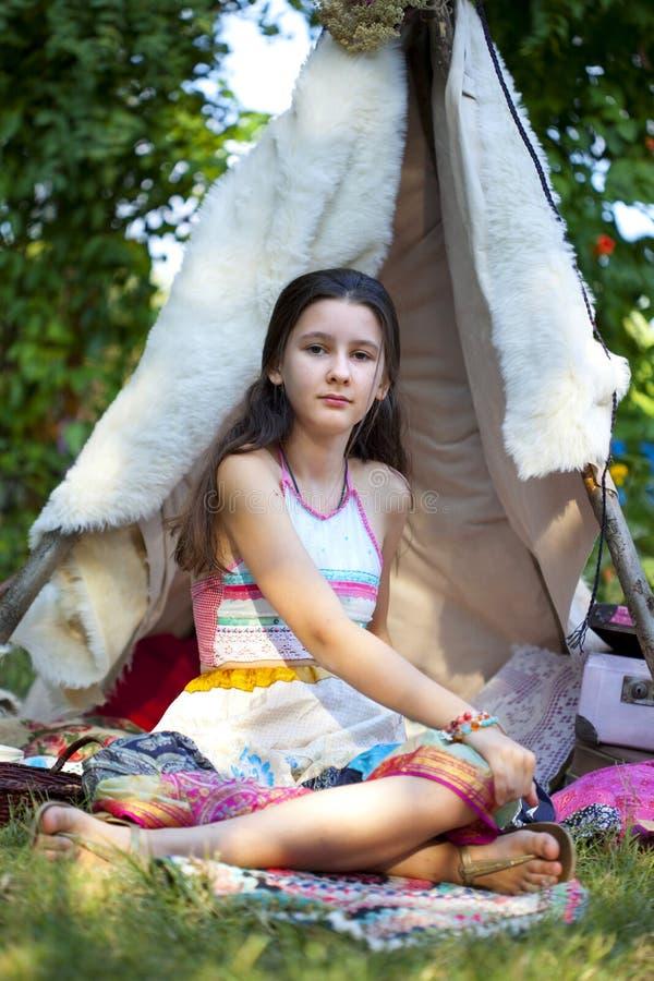 Menina do estilo da forma de Boho fotografia de stock royalty free