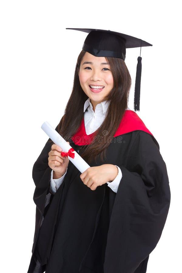 Menina do estudante de graduação com vestido acadêmico fotografia de stock