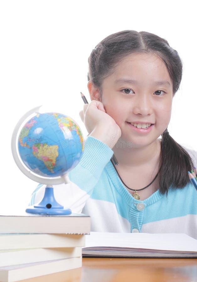 Menina do estudante que faz trabalhos de casa imagens de stock royalty free