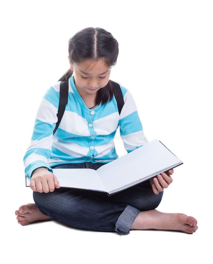 Menina do estudante que faz trabalhos de casa imagem de stock
