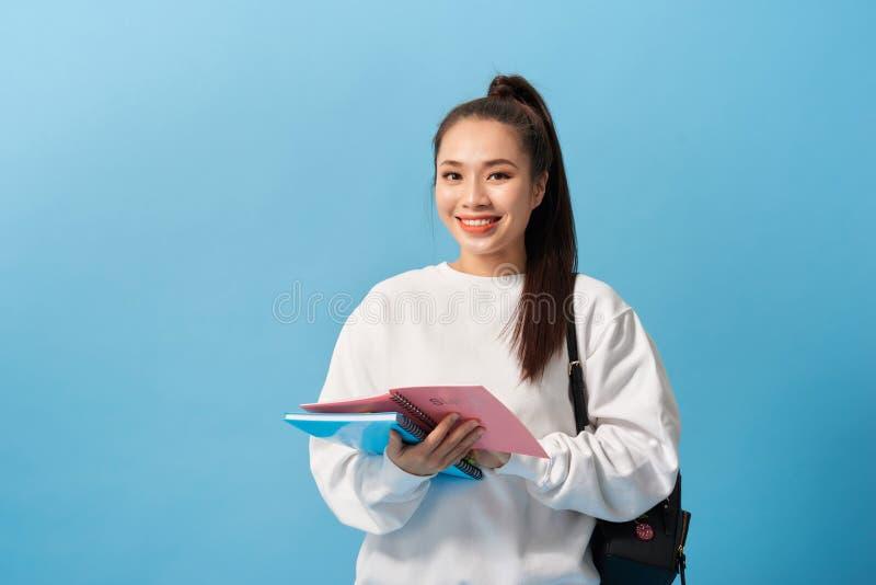 Menina do estudante universit?rio Retrato isolado de um estudante de mulher asiático novo bonito imagens de stock royalty free