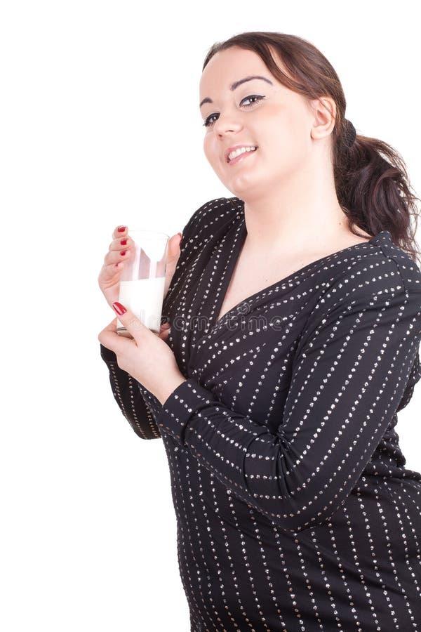 Menina do excesso de peso com vidro do leite imagens de stock royalty free