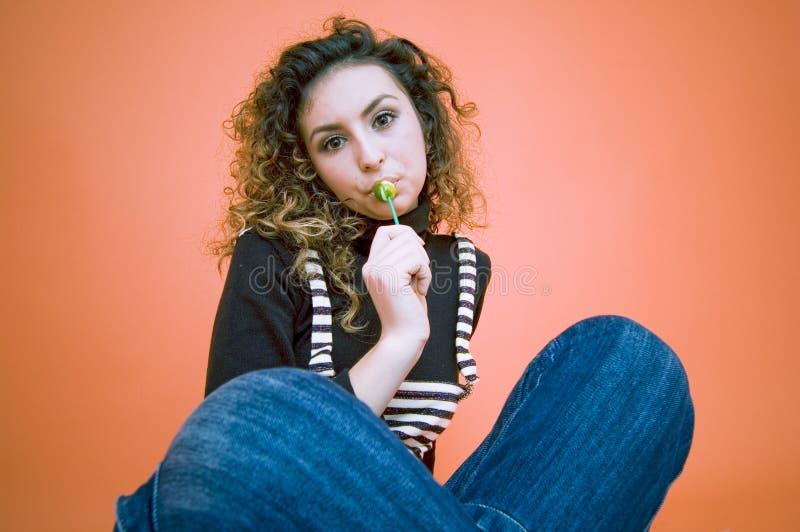 Menina do Lollipop.   imagens de stock