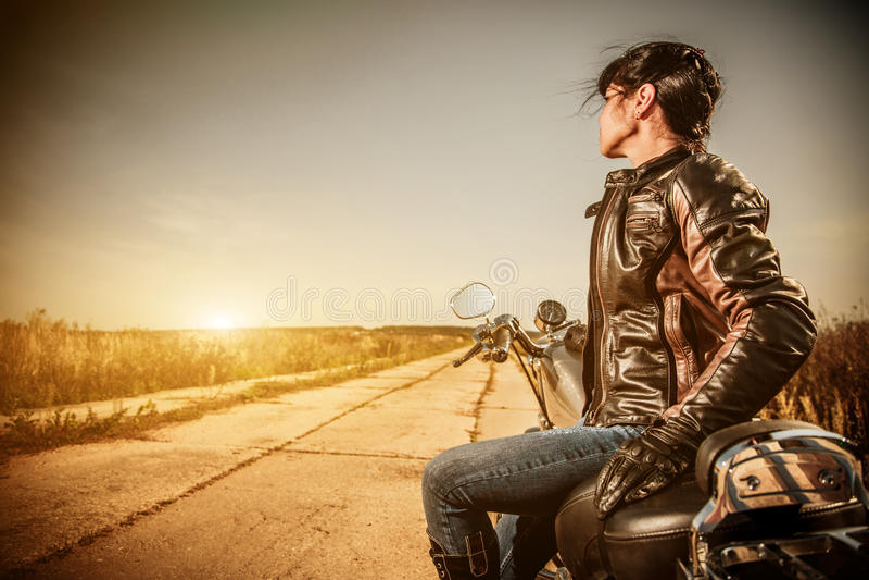 Menina do motociclista foto de stock