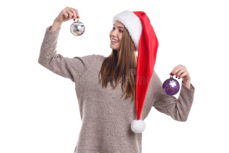 Menina do Natal feliz que veste um chapéu de Santa isolado em um fundo branco Conceito dos feriados imagens de stock royalty free