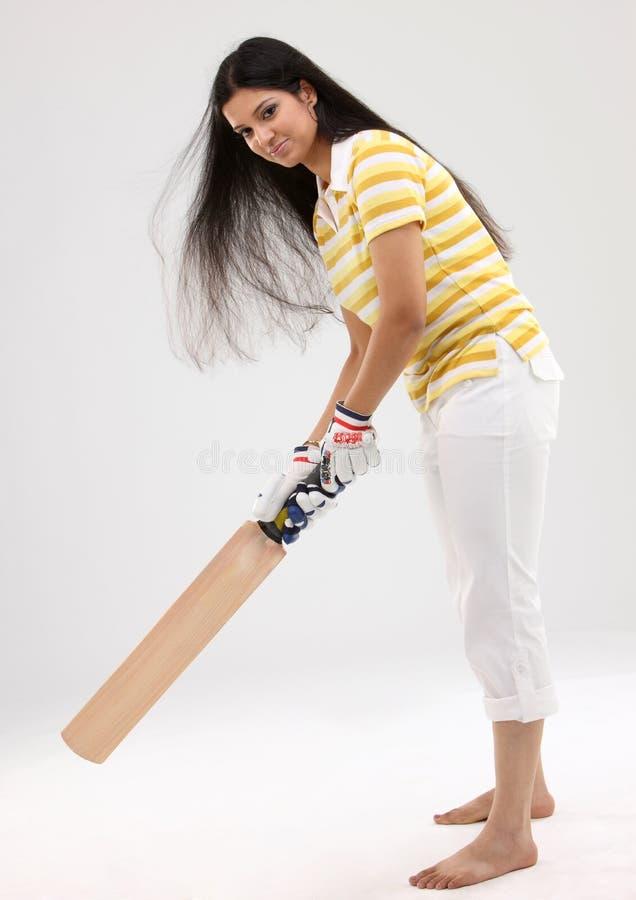 Menina do Pose que joga com o bastão imagem de stock