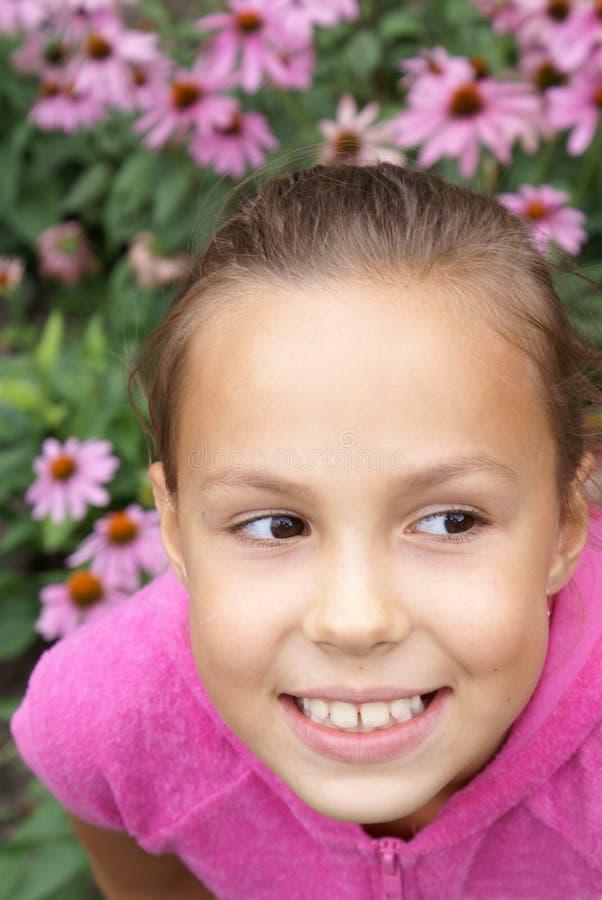 Menina do Preteen com flores imagem de stock royalty free