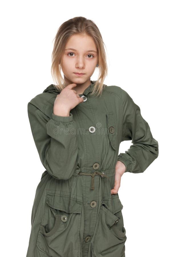Menina do preteen da forma no revestimento foto de stock