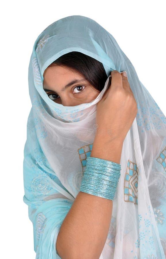 Menina do Punjabi no pose dos muçulmanos imagens de stock