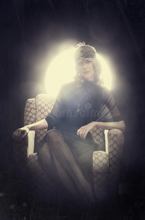 Menina do ruivo em um estilo de 20 s. fotos de stock royalty free